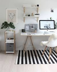 neutral office decor. para copiar home office com branco e madeira crua via omundodejesscom neutral decor f