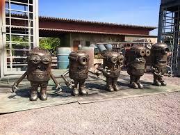 Les sculptures les plus insolite  - Page 6 Images?q=tbn:ANd9GcTw27Tzl5fESeKBErkL2CheqUy6mMdE-bJBNf2ZhSFu91tA7TA5