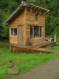 Shelter Houses Made Easy with Wood Pallet: A fascinating thing about wooden pallet  house is that it can be collected and destroyed effortlessly.