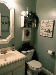wall decor ideas for small bathroom