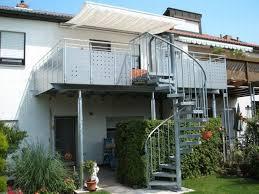 Die moderne und großzügige anbauterasse besteht aus einem verzinkten edelstahlunterbau mit einer treppe, einem geländer aus edelstahl und einem boden aus douglasienholz. Balkonbau Und Balkongelander Auburger Stahl Anbaubalkone Und Balkonanbauten Mit Balkongelander Aluminium