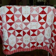 80 best Red and White Quilts images on Pinterest | Quilt patterns ... & red and white hourglass quilt by Pompom via Threadbias Adamdwight.com