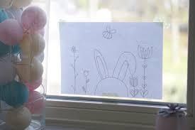 Süßes Fensterbild Zu Ostern Mit Kreidestiften Malen Mit