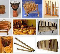 Alat musik tradisional khas bali, gambar dan cara memainkannya serta penjelasannya akan diuraikan pada kesempatan yang baik ini guna menjadi bacaan bagi para pembaca yang budiman. Alat Musik Tradisional Di Indonesia