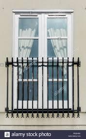 Sie Suchen Die Sicherheit Geländer Und Französische Fenster In Ein