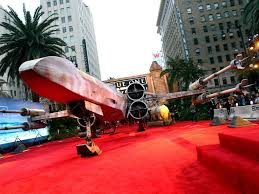carpet world. x-wing parkir di red carpet world premiere rogue one hollywood (foto: