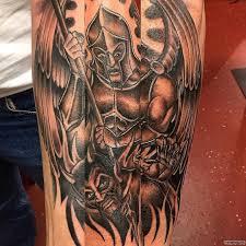 архангел убивает демона тату на предплечье у парня добавлено