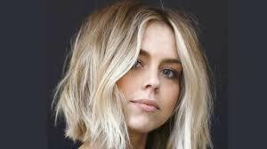 Wanita yang memiliki rambut panjang, tak heran ketika memotong rambut akan disodorkan berbagai macam variasi model. Model Rambut Layer Pendek Yang Bisa Kamu Coba Kurio