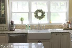 Kitchen Engaging Kitchen Decorating Design Ideas With Green Wreath