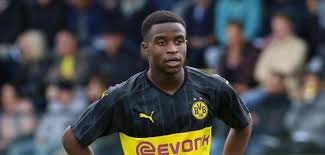 Borussia dortmund striker youssoufa moukoko, aged 16 years and 18 days, became the youngest player borussia dortmund were keeping under wraps whether youssoufa moukoko will make his. Allemagne Bvb Youssoufa Moukoko Commence Par Un Hat Trick Zonefoot