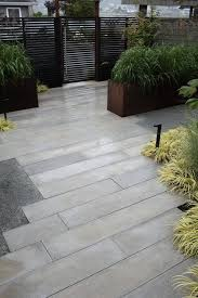 modern landscaping backyard patio