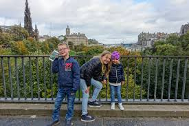 Smala gränder, ett slott på en vulkanklippa, tattoo och museum, det är bara lite av allt som väntar i edinburgh. Edinburgh En Intensiv Familjehelg I Skottlands Huvudstad Let S Go Explore