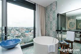 the premiere room with bathtub at the hotel indigo singapore katong