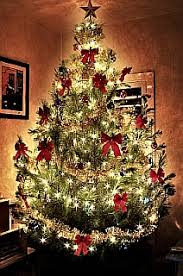 Decorated Christmas tree by Gavin Mills, freeimages.com