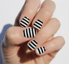 Nail Art in Black and White - PinMakeupTips.com