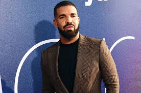 Drake Becomes First Soloist To Pass 200 Appearances On