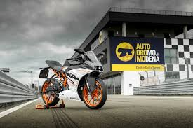 rc 390 the little sports bike that