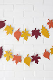 Celebrate the Season: 25 Easy Fall Crafts for Kids | Paper leaves,  Thanksgiving tree and Leaves