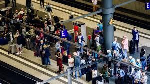 Sie nennt aber keinen termin für einen weiteren ausstand. Deutsche Bahn Streik Legt Personenverkehr Weitgehend Lahm Tagesschau De
