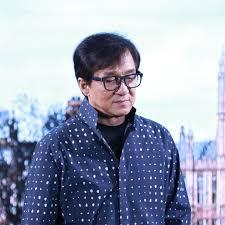 Последние твиты от jackie chan (@eyeofjackiechan). Jackie Chan Er Schleuderte Zweijahrigen Sohn Quer Durch Den Raum Gala De