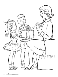 Small Picture Mothers Day Kids giving gifts to Mom coloring page