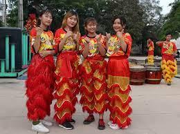 Những bóng hồng đam mê... múa lân - Báo Tây Ninh Online