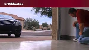 liftmaster why won t my garage door close