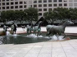 amazing fountain of running horses at las colinas