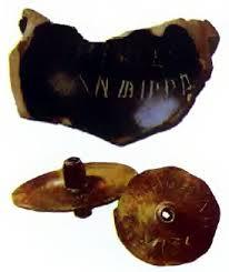 Демократия в Афинах История Древнего мира Реферат доклад  Древнегреческие остраконы и жетоны для голосования