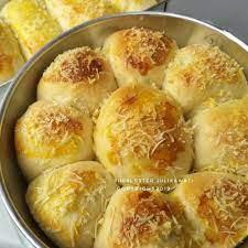350 gr terigu (250 gr cakra dan 100 gr segitiga). Cara Mudah Membuat Roti Sobek Tanpa Oven Hasilnya Lembut Banget