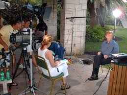 susan cingari susan cingari interviewing actor david caruso star susan cingari on the set of csi miami for entertainment tonight susan cingari interviewing actor david caruso star