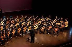 Sedangkan untuk ansambel campuran memainkan berbagai alat musik yang berbeda. Musik Ansambel Pengertian Fungsi Ciri Jenis Dan Gambarnya