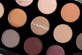 the raeviewer a about luxury and high end cosmetics mac cosmetics nordstrom naturals 15 pan eyeshadow palette review photos swatches