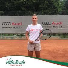 Villa Reale Tennis - Oggi vi presentiamo la maestra Verdiana Verardi, che  entra a far parte dello staff del progetto V-Team. Verdiana, ex giocatrice  professionista e maestra nazionale, darà il suo prezioso