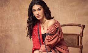 Amyra dastur hd photos/pics/images and wallpapers. Dhewghhzyrasym