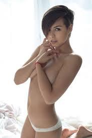 Beautiful Girl Nude Short Hair Naked Photo
