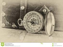 Legno Bianco Nero : Bussola antica sulla tavola di legno vecchia foto stile in