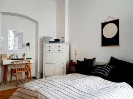 Wandgestaltung Streifen Schlafzimmer Sofa Dachschräge 575711 Ideen