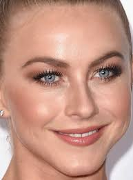 close up of julianne hough at the 2016 people s choice awards beauor ca 2016 01 08 peoples choice awards 2016