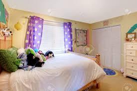 Minimalist Design Yellow Purple Room. View By Size: 1300x864 ...