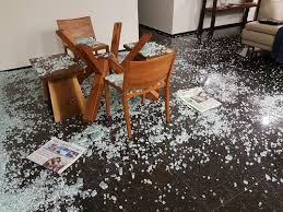 home owners report cases of shattering glass topouldy garden glass table exploded