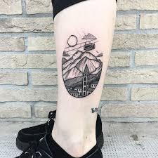 маленькие татуировки на бедре тату на бедре цветы особенности