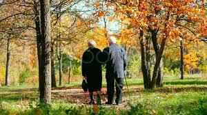 Resultado de imagen para ancianos caminando