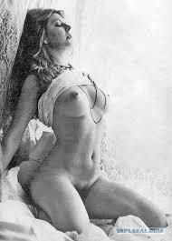 Cassandra Peterson Nude Pic