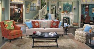 Teal Color Schemes For Living Rooms Set Pieces A Hollywood Midwest Style Mashup On Hot In Cleveland