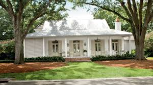 Choosing Exterior Paint Colors   Southern Living - YouTube