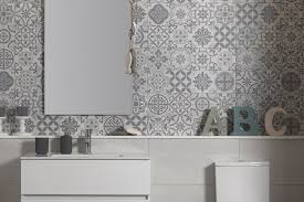 one inserto gris patterned wall tile