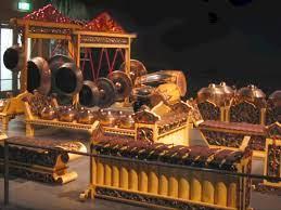 Dalam bahasa halusnya gamelan biasa disebut dengan sebutan gongsoyang berasal dari kata goso, singkatan dari bahannya yaitu. 8 Alat Musik Tradisional Indonesia Dan Daerah Asalnya Indozone Id