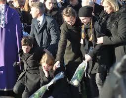 Nečekaná Smrt Krále Folkloru 42 Petrova Manželka Se Na Pohřbu