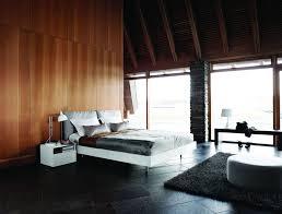 Elegantes Schlafzimmer Mit Holzwand Bauemotionde
